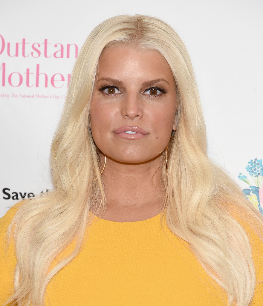 70751771_jessica-simpson-2018-outstanding-mother-awards-in-nyc-11-05-2018-15x_05.jpg