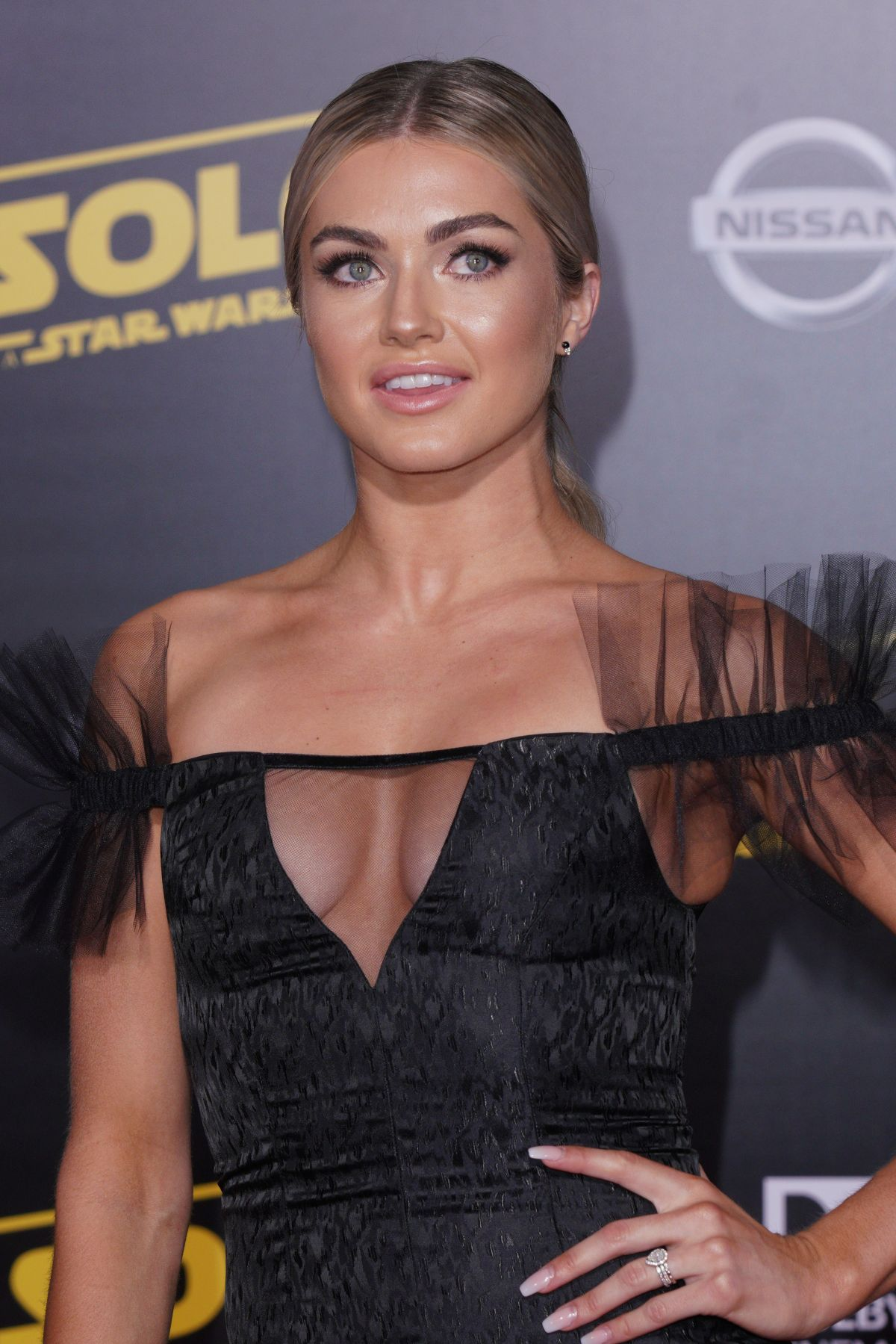 70752358_lindsay-arnold-solo-a-star-wars-story-hollywood-premiere-in-la-10-05-2018.jpg