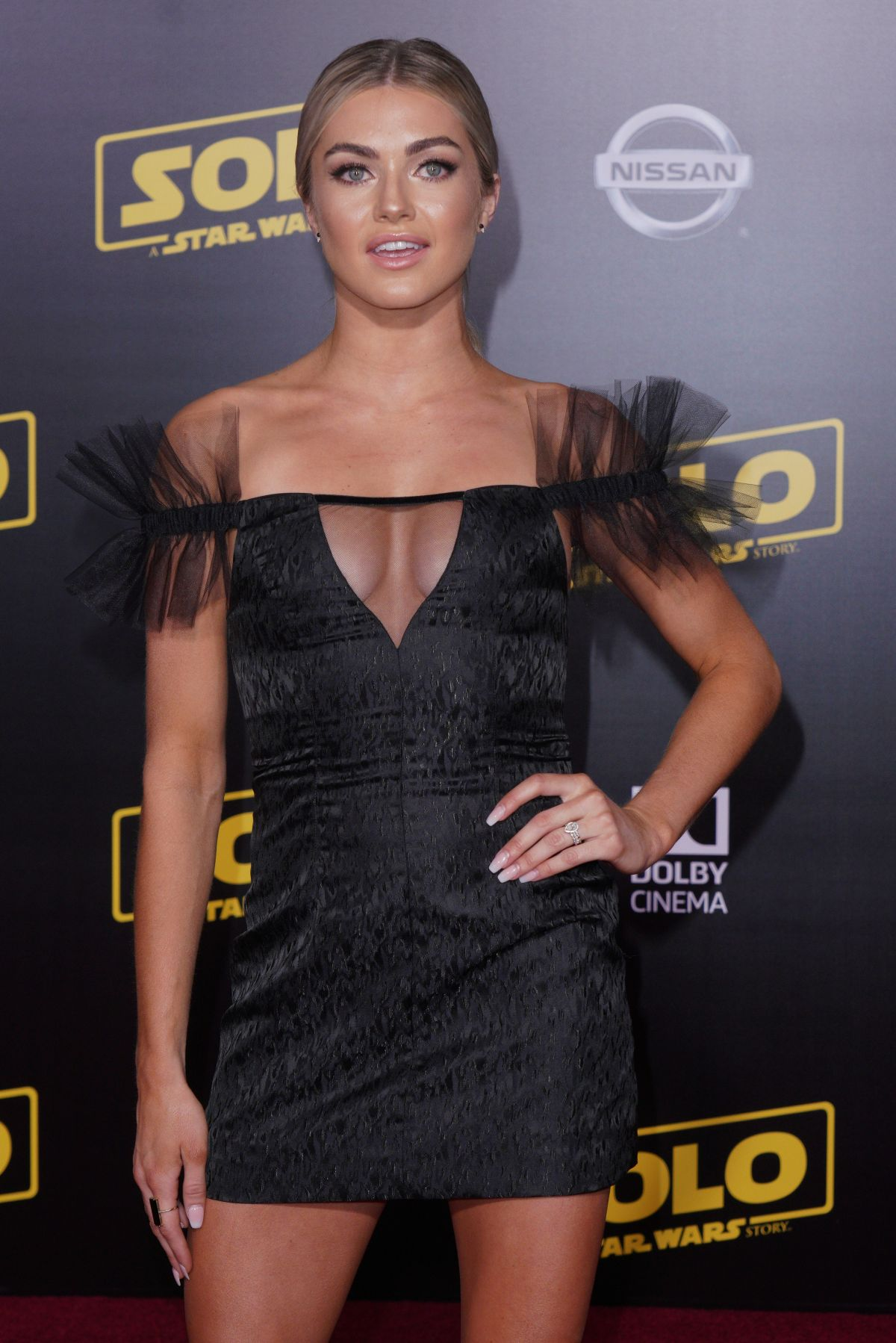 70752361_lindsay-arnold-solo-a-star-wars-story-hollywood-premiere-in-la-10-05-2018.jpg