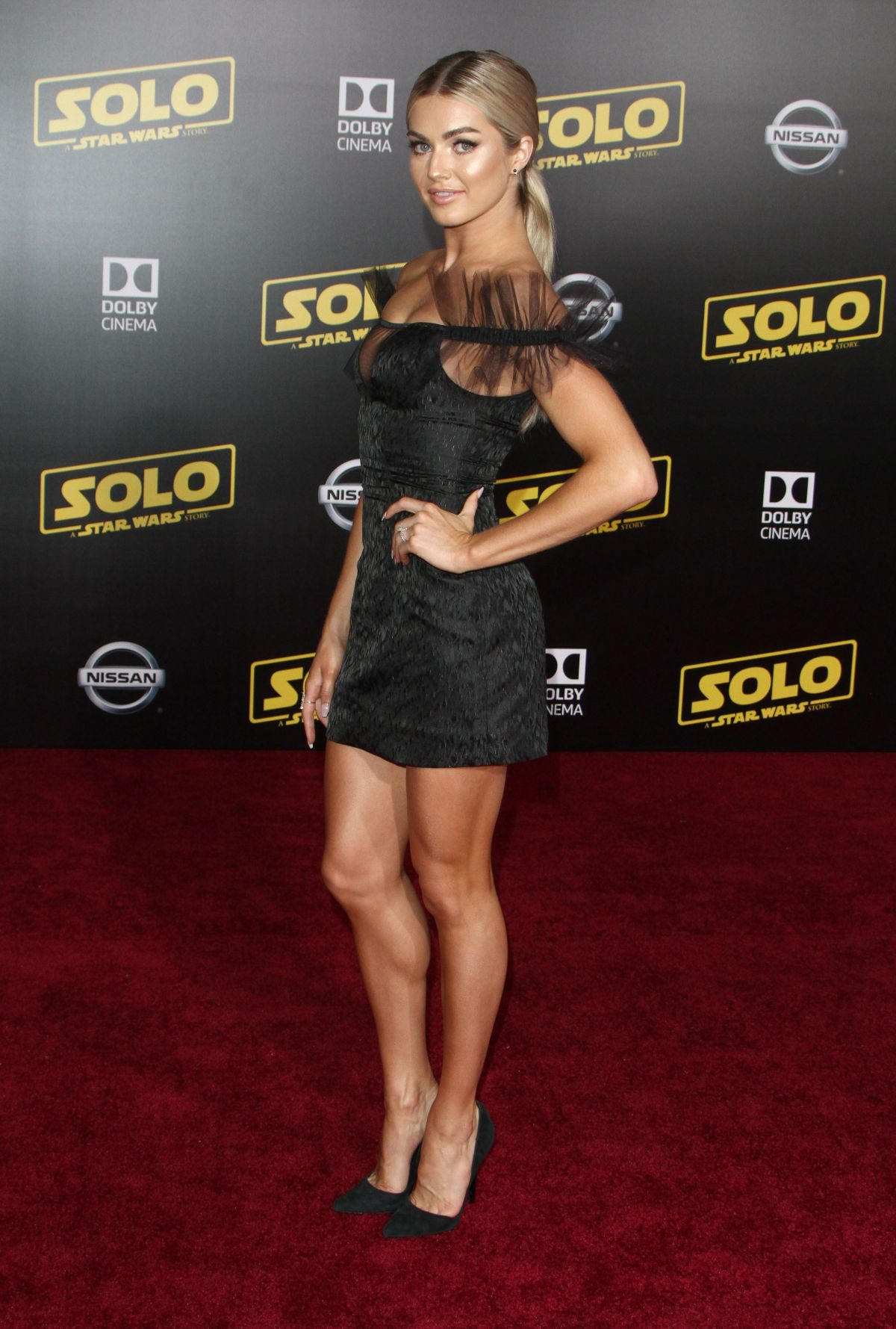 70752367_lindsay-arnold-solo-a-star-wars-story-hollywood-premiere-in-la-10-05-2018.jpg
