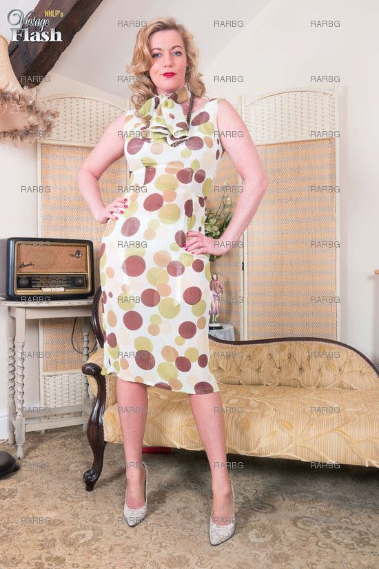 VintageFlash – Holly Kiss Party For Two
