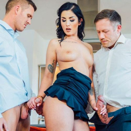 Private – Loren Minardi  – Debuts With A DP And Anal Threesome