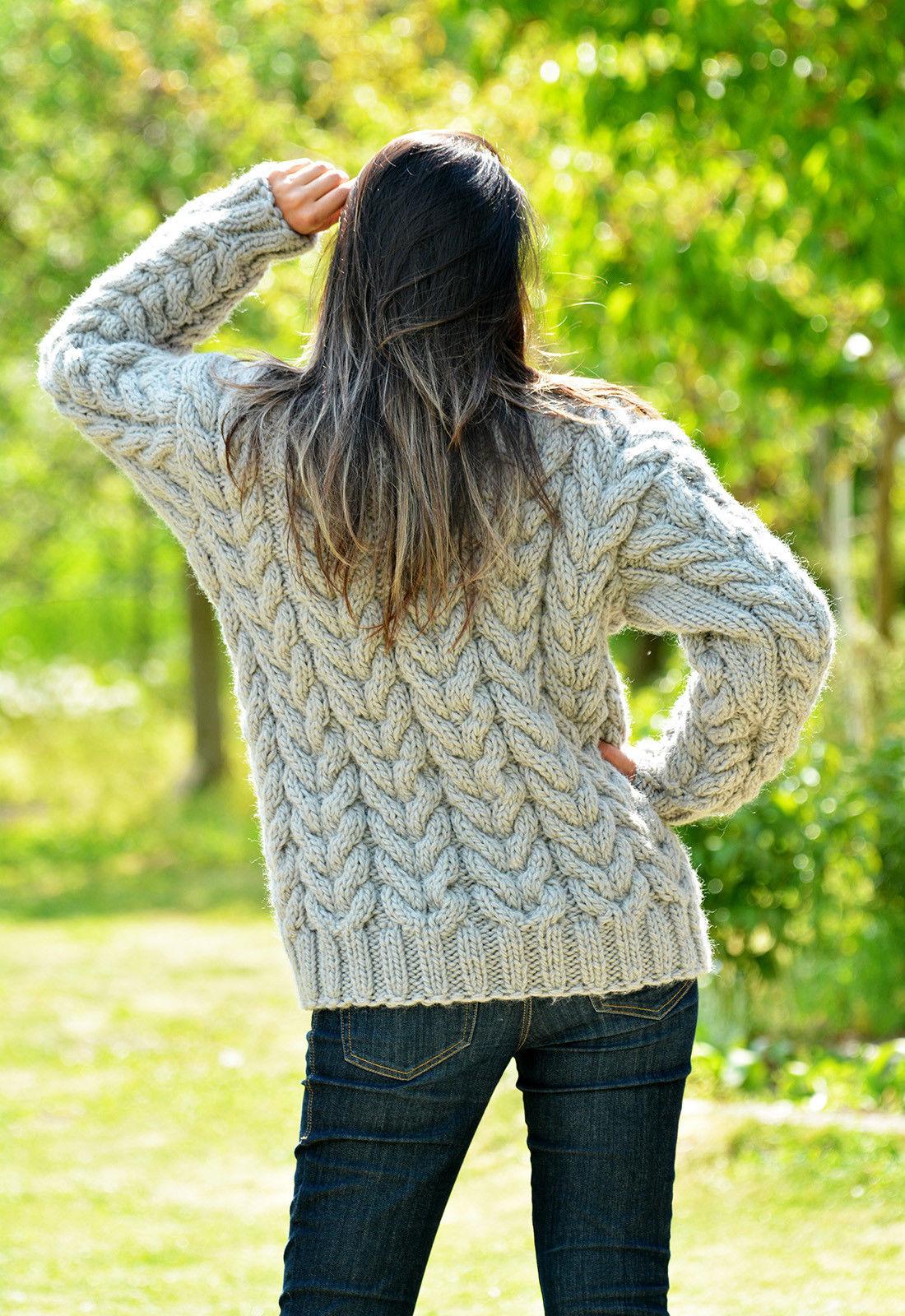 69643803_gray-hand-knitted-wool-non-3.jpg